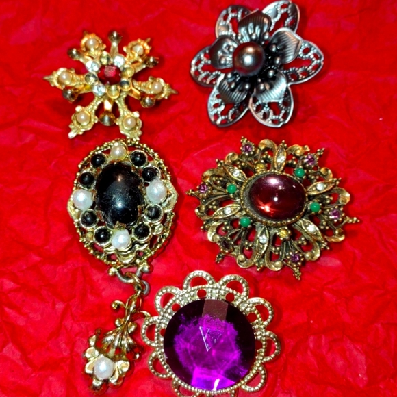 Beautiful five-piece brooch lot~one to repair